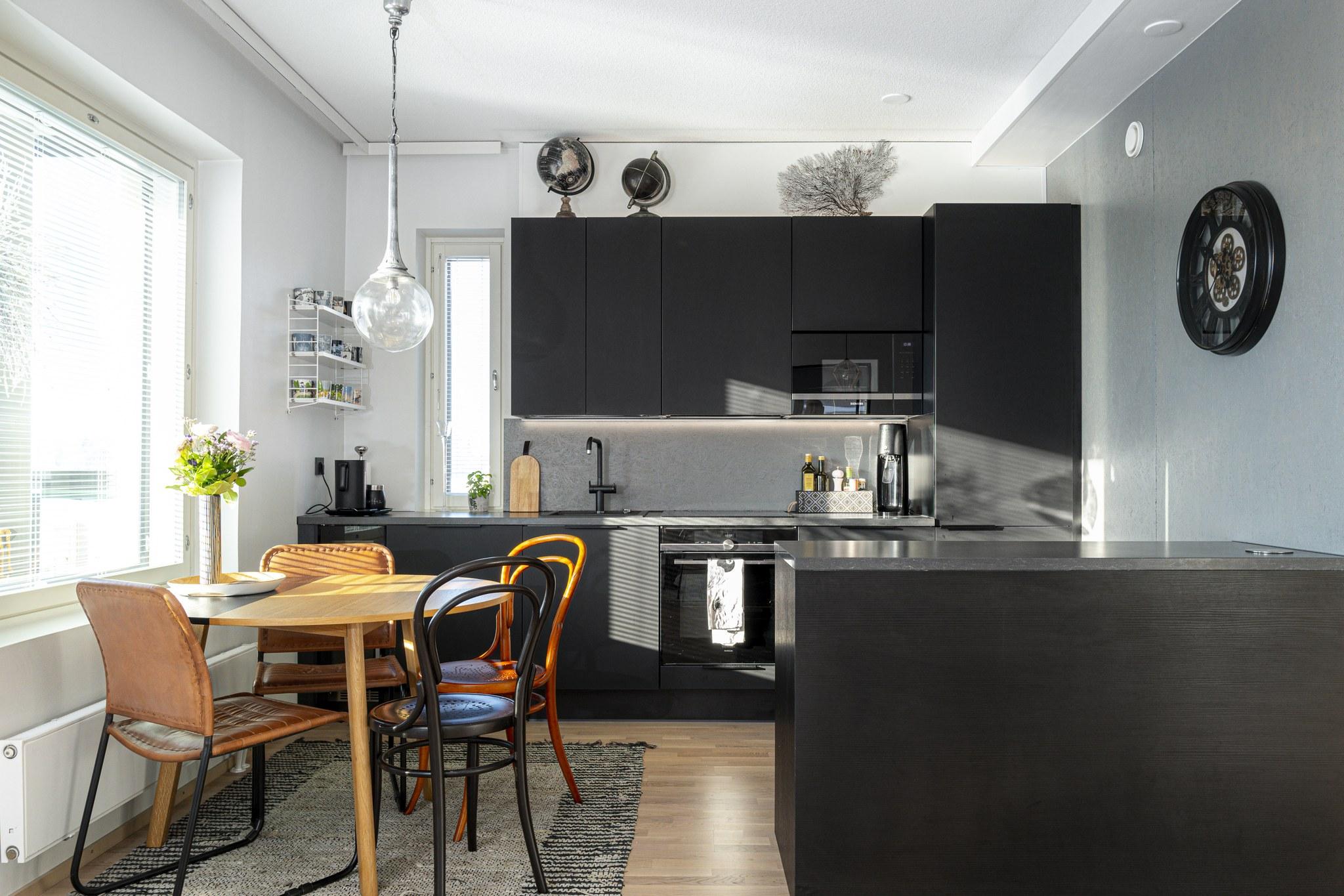 Jukka Suomela asuu kahden aikuisen kodissa