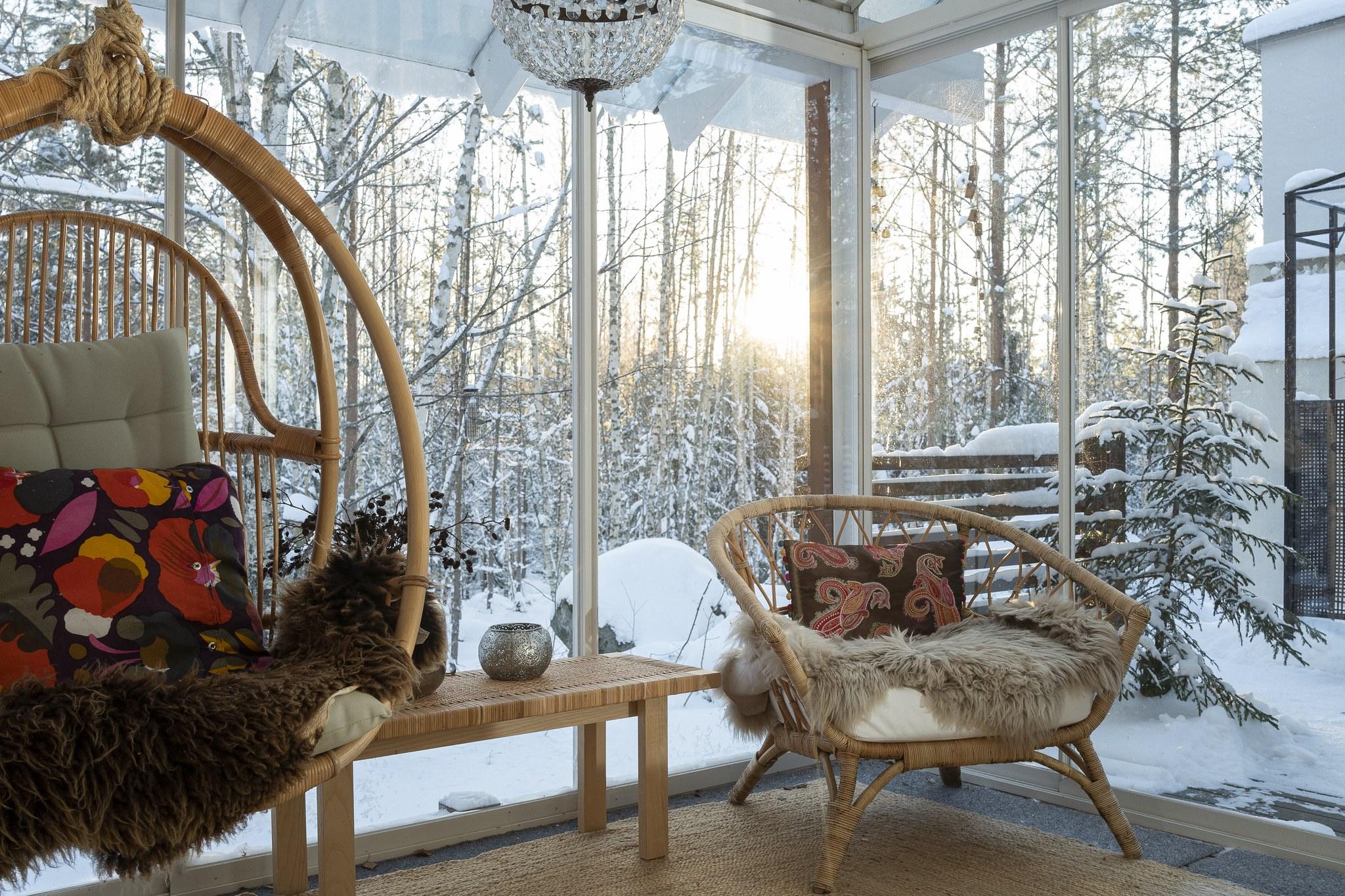 Kati Lagerstam viihtyy metsän keskellä